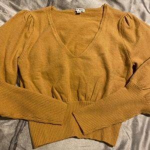 Puffy long sleeve sweater/top